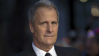 Actor Jeff Daniels says Democrats need a candidate who can 'punch [Trump] in the face'