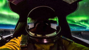 Air Force pilot snaps amazing Northern Lights pictures