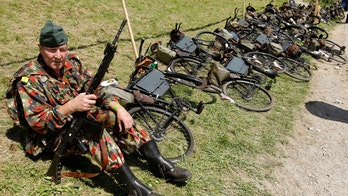History of military bicycles in pictures