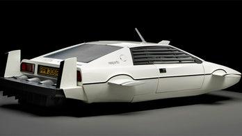 Elon Musk buys 007's submersible Lotus, plans to make it work