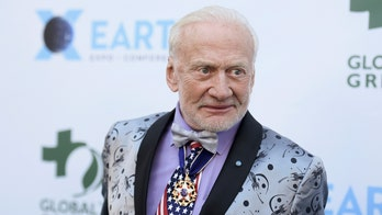 Buzz Aldrin calls for human 'migration' to Mars: 'We explore, or we expire'