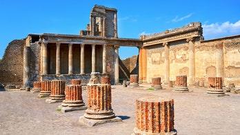 Travel blogger gets death threats for Pompeii photo