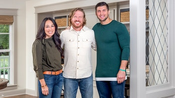 Tim Tebow praises Chip and Joanna Gaines' 'strong faith,' 'incredible hearts' in TIME 100 tribute