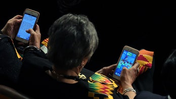 Democratic congresswoman caught playing 'Candy Crush' during SOTU
