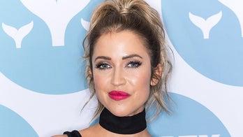 'Bachelorette' star Kaitlyn Bristowe suffers wardrobe malfunction at Emmys