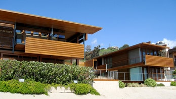 Malibu Beach to sell for more than Playboy Mansion, break Los Angeles price record