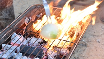 How to clean your grill with an onion