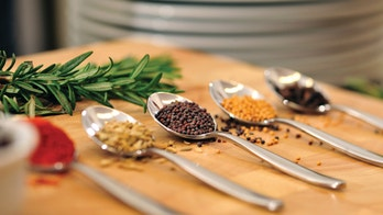 5 spices to keep in your medicine cabinet