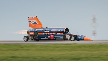 1,000 mph Bloodhound SSC land speed record attempt short on funds, seeks $33 million