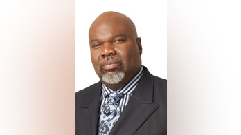 T.D. Jakes: 'Stick Together': Thankful for the lessons I learned from my parents