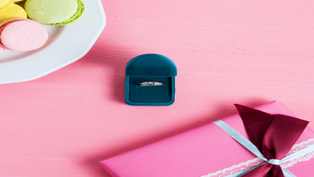 Engagement cookies are the new bridal trend