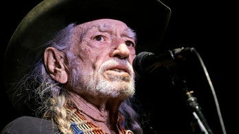 Willie Nelson ends concert early, cancels upcoming shows due to 'bad cold or the flu'