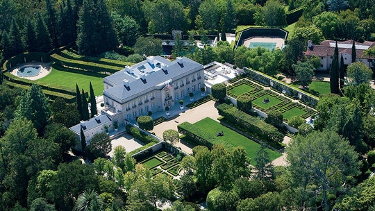'Beverly Hillbillies' mansion sells for record California price of $150M: report