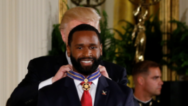 President Trump awards the Medal of Valor to USCP Officer David Bailey at the White House on July 27, 2017.
