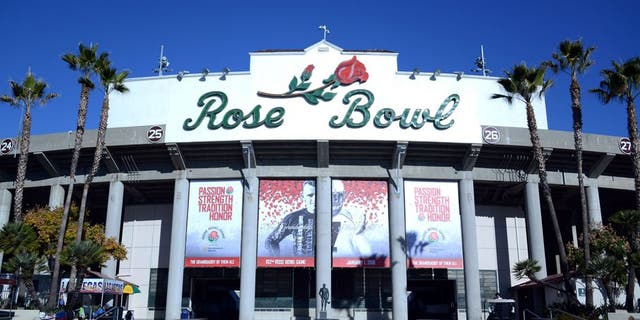 Jan 1, 2016; Pasadena, CA, USA; General view of the Rose Bowl before the game between the Iowa Hawkeyes and the Stanford Cardinal in the 2016 Rose Bowl. Mandatory Credit: Kirby Lee-USA TODAY Sports