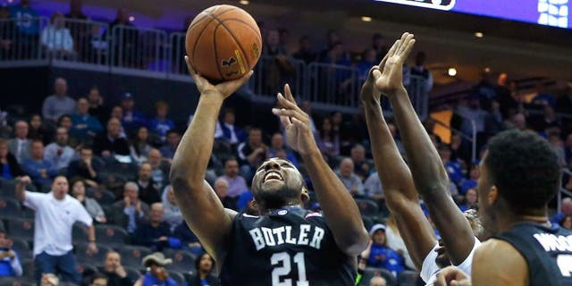 Jan 13, 2015; Newark, NJ, USA; Butler Bulldogs forward Roosevelt Jones (21) drives to the basket during the first half against the Seton Hall Pirates at the Prudential Center. Mandatory Credit: Jim O'Connor-USA TODAY Sports