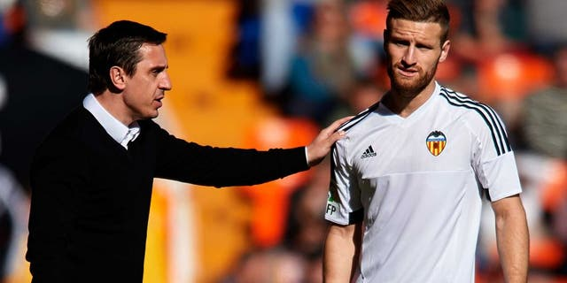 VALENCIA, SPAIN - JANUARY 17: Gary Neville manager of Valencia CF gives instructions to his player Shkodran Mustafi during the La Liga match between Valencia CF and Rayo Vallecano at Estadi de Mestalla on January 17, 2016 in Valencia, Spain. (Photo by Manuel Queimadelos Alonso/Getty Images)