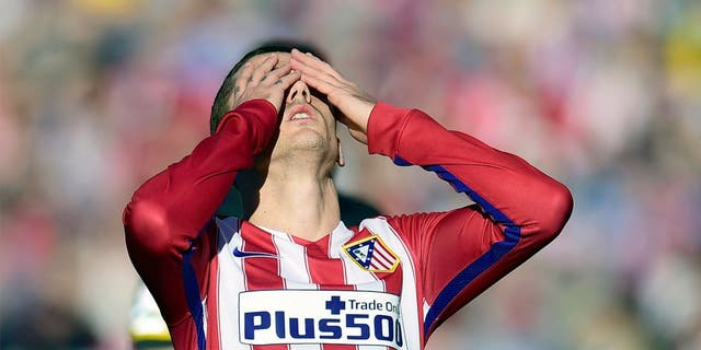 Atletico Madrid's French forward Antoine Griezmann reacts after missing a goal during the Spanish league football match Club Atletico de Madrid vs Sevilla FC at the Vicente Calderon stadium in Madrid on January 24, 2016. AFP PHOTO / JAVIER SORIANO / AFP / JAVIER SORIANO (Photo credit should read JAVIER SORIANO/AFP/Getty Images)