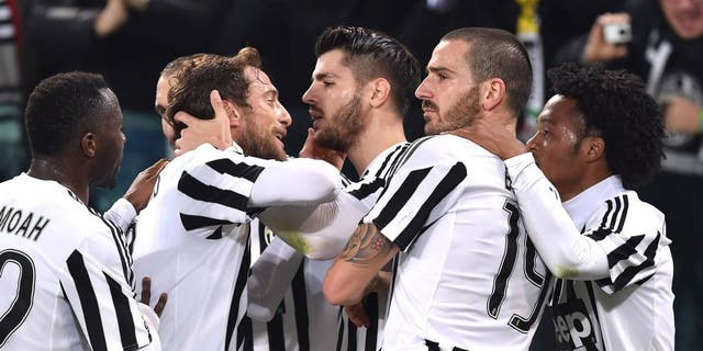 TURIN, ITALY - JANUARY 27: Alvaro Morata (C) of Juventus FC celebrates after scoring the opening goal from the penalty spot with team mates during the TIM Cup match between Juventus FC and FC Internazionale Milano at Juventus Arena on January 27, 2016 in Turin, Italy. (Photo by Valerio Pennicino/Getty Images )