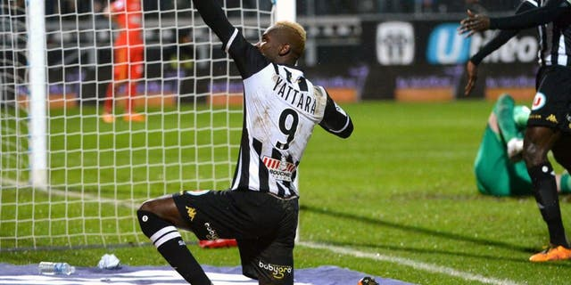 Angers' Guinean forward Mohamed Yattara (L) celebrates after scoring during the French L1 football match between Angers (SCO) and Monaco (ASM) at Jean Bouin Stadium in Angers, northwestern France, on January 30, 2016. AFP PHOTO / JEAN-FRANCOIS MONIER / AFP / JEAN-FRANCOIS MONIER (Photo credit should read JEAN-FRANCOIS MONIER/AFP/Getty Images)