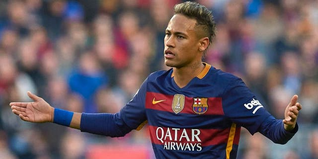 BARCELONA, SPAIN - JANUARY 30: Neymar JR of Barcelona reacts during the La Liga match between FC Barcelona and Atletico de Madrid at Camp Nou on January 30, 2016 in Barcelona, Spain. (Photo by Manuel Queimadelos Alonso/Getty Images)