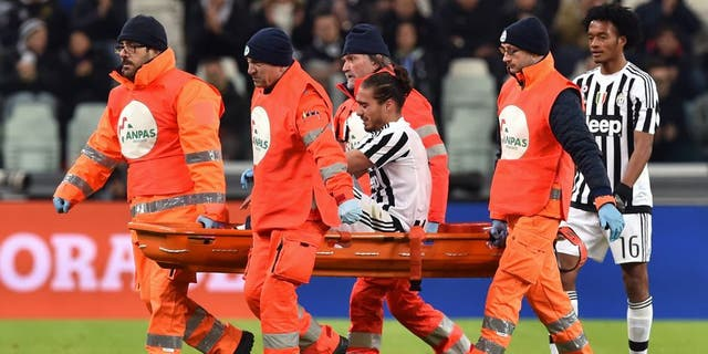 TURIN, ITALY - FEBRUARY 03: Martin Caceres of Juventus FC is helped from the pitch after sustaining an injury during the Serie A match between Juventus FC and Genoa CFC at Juventus Arena on February 3, 2016 in Turin, Italy. (Photo by Valerio Pennicino/Getty Images)