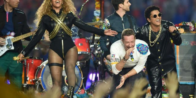 (L-R) Beyonce, Chris Martin and Bruno Mars perform during Super Bowl 50 between the Carolina Panthers and the Denver Broncos at Levi's Stadium in Santa Clara, California, on February 7, 2016. / AFP / TIMOTHY A. CLARY (Photo credit should read TIMOTHY A. CLARY/AFP/Getty Images)