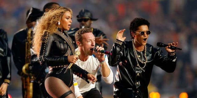 SANTA CLARA, CA - FEBRUARY 07: Beyonce, Chris Martin of Coldplay and Bruno Mars perform during the Pepsi Super Bowl 50 Halftime Show at Levi's Stadium on February 7, 2016 in Santa Clara, California. (Photo by Ezra Shaw/Getty Images)
