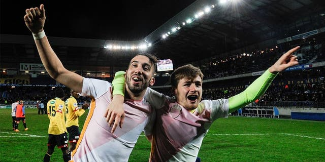 Sochaux' French midfielder Florian Tardieu (L) and Sochaux' French forward Thomas Robinet (R), jubilate at the end of the French cup round of 8 football match between Sochaux (FCSM) and Monaco (ASM) at the Auguste Bonal Stadium in Montbeliard, on February 9, 2016. / AFP / SEBASTIEN BOZON (Photo credit should read SEBASTIEN BOZON/AFP/Getty Images)