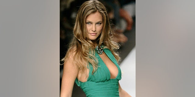 Bar Refaeli works the runway in September 2006
