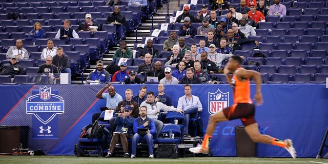 INDIANAPOLIS, IN - FEBRUARY 21: General view as NFL team personnel watch quarterback Jameis Winston of Florida State run the 40-yard dash during the 2015 NFL Scouting Combine at Lucas Oil Stadium on February 21, 2015 in Indianapolis, Indiana. (Photo by Joe Robbins/Getty Images)