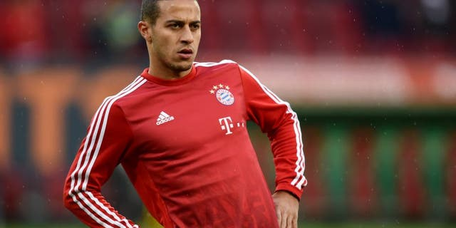 Bayern Munich's Spanish midfielder Thiago Alcantara warms up prior the German first division Bundesliga football match FC Augsburg 1907 and FC Bayern Munich in the stadium in Augsburg, on February 14, 2016. / AFP / CHRISTOF STACHE (Photo credit should read CHRISTOF STACHE/AFP/Getty Images)