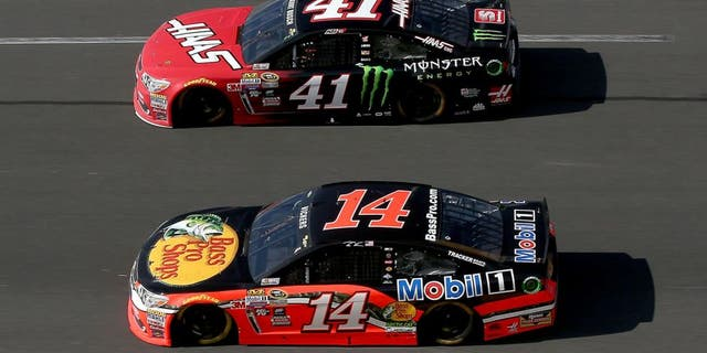 DAYTONA BEACH, FL - FEBRUARY 21: Brian Vickers, driver of the #14 Bass Pro Shops/Mobil 1 Chevrolet, races Kurt Busch, driver of the #41 Haas Automation/Monster Energy Chevrolet, during the NASCAR Sprint Cup Series DAYTONA 500 at Daytona International Speedway on February 21, 2016 in Daytona Beach, Florida. (Photo by Sean Gardner/Getty Images)
