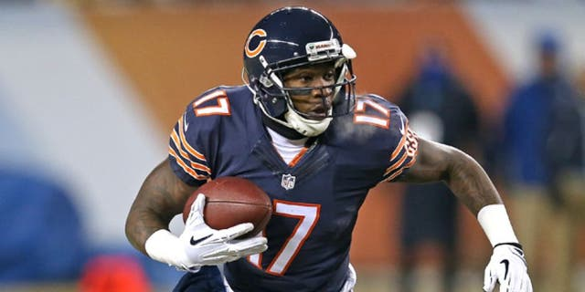 CHICAGO, IL - DECEMBER 09: Alshon Jeffery #17 of the Chicago Bears runs on an end-around against the Dallas Cowboys at Soldier Field on December 9, 2013 in Chicago, Illinois. The Bears defeated the Cowboys 45-28. (Photo by Jonathan Daniel/Getty Images) *** Local Caption *** Alshon Jeffery
