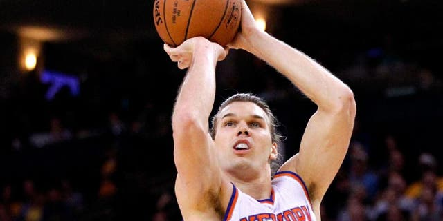 Mar 14, 2015; Oakland, CA, USA; New York Knicks forward Lou Amundson (21) attempts a shot over Golden State Warriors center Andrew Bogut (12) in the first quarter at Oracle Arena. Mandatory Credit: Cary Edmondson-USA TODAY Sports