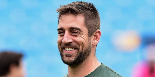 CHARLOTTE, NC - NOVEMBER 08: Aaron Rodgers #12 of the Green Bay Packers warms up before their game against the Green Bay Packers at Bank of America Stadium on November 8, 2015 in Charlotte, North Carolina. (Photo by Grant Halverson/Getty Images)
