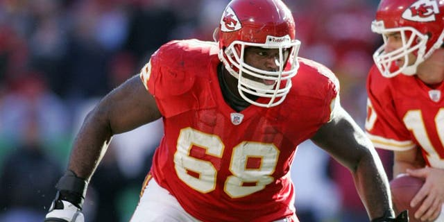 Guard Will Shields #68 of the Kansas City Chiefs gets ready to block in a game against the Baltimore Ravens at Arrowhead Stadium on December 10, 2006 in Kansas City, Missouri. (Photo by Tim Umphrey/Getty Images)
