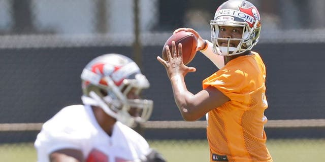 Tampa Bay Buccaneers quarterback Jameis Winston, rear, prepares to pass to tight end Emmanuel Ogbuehi as they run through drills during an NFL rookie minicamp in Tampa, Fla., Friday, May 8, 2015. (AP Photo/Wilfredo Lee)