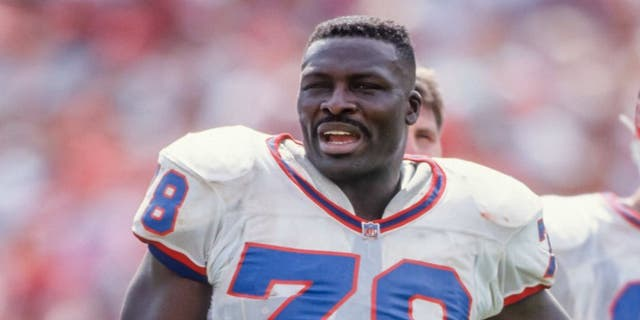 Bruce Smith #78 of the Buffalo Bills plays in a National Football League game against the San Francisco 49ers on September 13, 1992 at Candlestick Park in San Francisco, California. (Photo by David Madison/Getty Images)