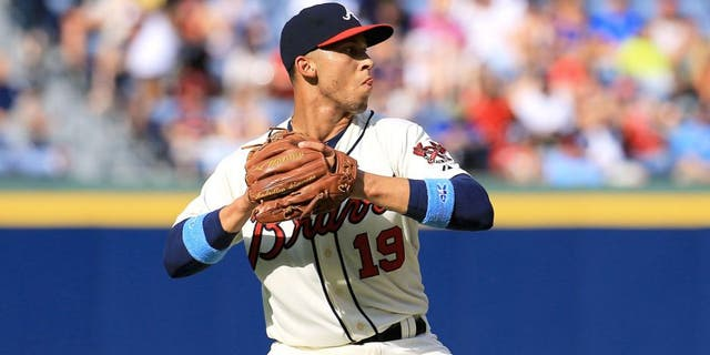 ATLANTA, GA - JUNE 21: Andrelton Simmons #19 of the Atlanta Braves fields a ball during the game against the New York Mets at Turner Field on June 21, 2015 in Atlanta, Georgia. (Photo by Daniel Shirey/Getty Images)