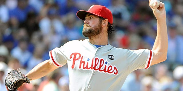 CHICAGO, IL - JULY 25: Cole Hamels #35 of the Philadelphia Phillies pitches against the Chicago Cubs during the first inning on July 25, 2015 at Wrigley Field in Chicago, Illinois. (Photo by David Banks/Getty Images)
