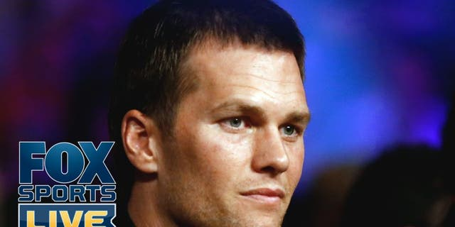 LAS VEGAS, NV - MAY 02: Quarterback Tom Brady attends the welterweight unification championship bout between Floyd Mayweather Jr. and Manny Pacquiao on May 2, 2015 at MGM Grand Garden Arena in Las Vegas, Nevada. (Photo by Al Bello/Getty Images)