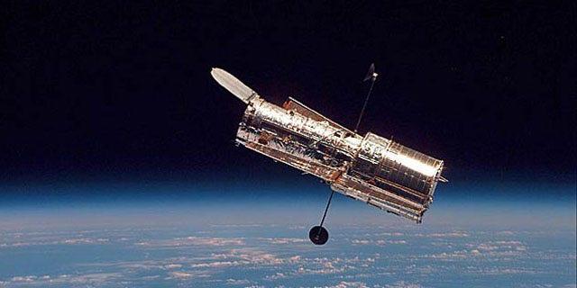 تلسکوپ فضایی هابل ناسا مدار خود را به دور زمین حفظ می کند.