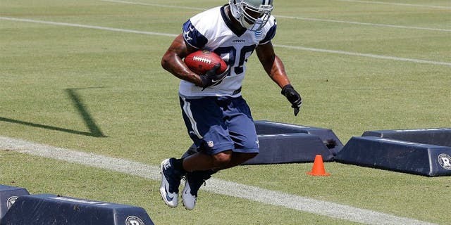 May 27, 2015; Dallas, TX, USA; Dallas Cowboys running back Darren McFadden (20) runs drills during OTAs at Dallas Cowboys Headquarters. Mandatory Credit: Matthew Emmons-USA TODAY Sports
