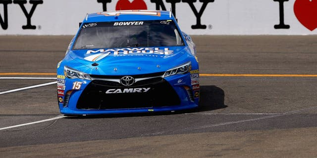 WATKINS GLEN, NY - AUGUST 07: Clint Bowyer, driver of the #15 Maxwell House Toyota, races during practice for the NASCAR Sprint Cup Series Cheez-It 355 at Watkins Glen International on August 7, 2015 in Watkins Glen, New York. (Photo by Jeff Zelevansky/Getty Images)