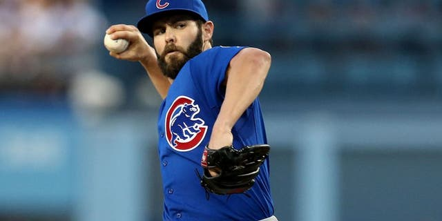 LOS ANGELES, CA - AUGUST 30: Jake Arrieta #49 of the Chicago Cubs the Los Angeles Dodgers at Dodger Stadium on August 30, 2015 in Los Angeles, California. (Photo by Stephen Dunn/Getty Images)