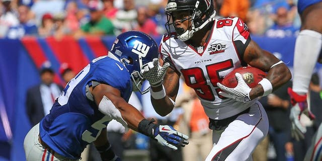 Sep 20, 2015; East Rutherford, NJ, USA; Atlanta Falcons wide receiver Leonard Hankerson (85) runs with the ball while New York Giants linebacker Devon Kennard (59) looks to make a tackle during the first half at MetLife Stadium. Mandatory Credit: Ed Mulholland-USA TODAY Sports
