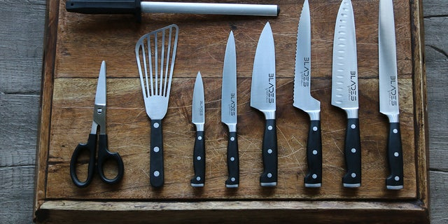 BLADES knife set