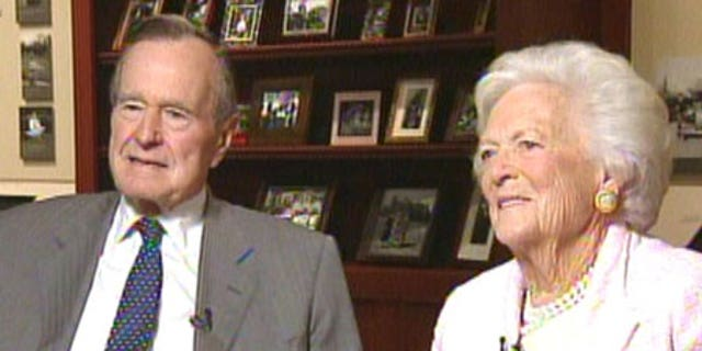 Former President George H.W. Bush and former initial lady Barbara Bush, who died in April.