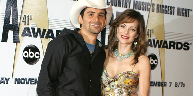Singer Brad Paisley and his wife, actress Kimberly Williams-Paisley, have announced that they will open a local, free grocery store for those in need.